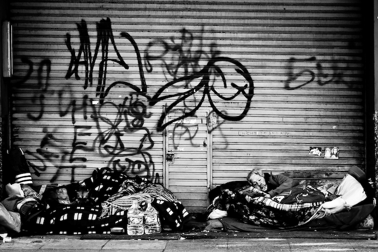 Foto: Hernán Piñera - Lic. Creative Commons (https://flic.kr/p/ciN6gf | Sin techo / Homeless)