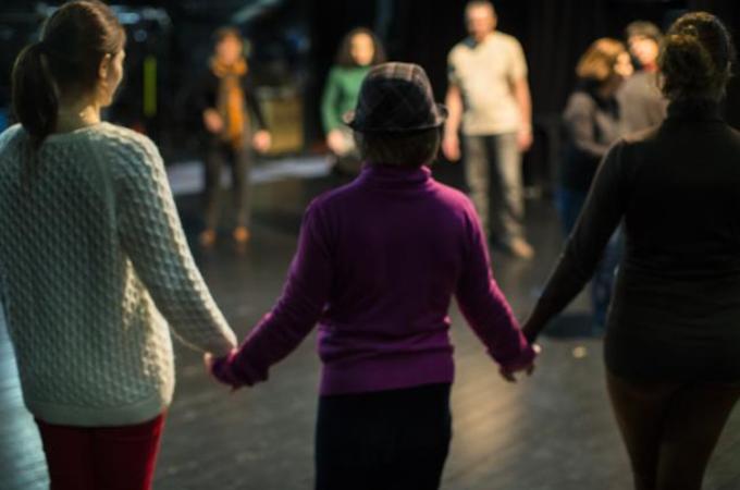 'De coulissen' en 'de scene': leven en werken in groepen