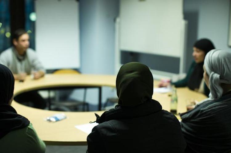 Uit de resultaten blijkt dat moslims zich aanzienlijk engageren als vrijwilliger. 35% van de ondervraagde moslims geeft aan zich onbezoldigd in te zetten in verschillende delen van de samenleving.